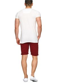 INDICODE JEANS - CASUAL FIT - Shorts - rot tomato - 1