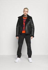 Carlo Colucci - UNISEX - Sweatshirt - black - 1