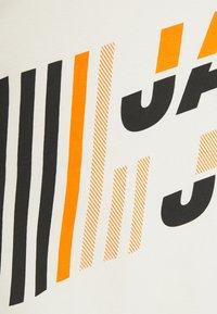 Jack & Jones - JCOALPHA TEE - Long sleeved top - silver birch - 2