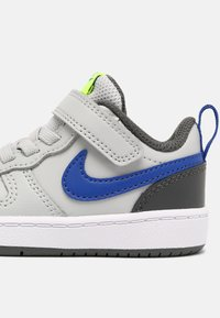 Nike Sportswear - COURT BOROUGH LOW 2 UNISEX - Baskets basses - grey fog/game royal/iron grey/volt - 5