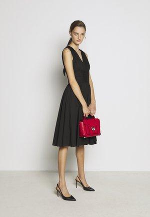 SCHOOL SATCHEL - Handbag - bright red