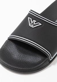 Emporio Armani - Pantofle - black/white - 6