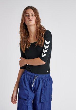 HUMMEL HIVE HMLMAI RIB BODY S/S - T-shirt imprimé - black