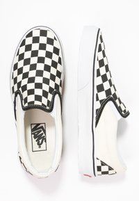 Vans - CLASSIC SLIP-ON - Loaferit/pistokkaat - black/white - 1