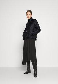 Selected Femme - SLFPLASTICCHANGE QUILTED JACKET - Light jacket - black - 1
