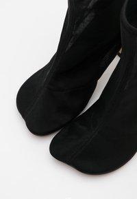 MM6 Maison Margiela - Kotníková obuv na vysokém podpatku - black - 6