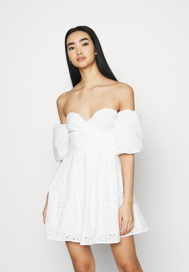 NA-KD - EMBROIDERED MINI DRESS - Vestito elegante - white