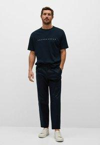 Mango - FUTURE-I - T-shirt print - bleu marine foncé - 1