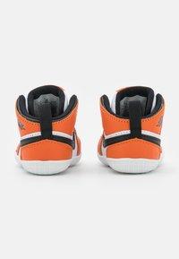 Jordan - 1 CRIB UNISEX - Sportovní boty - white/black/starfish - 2