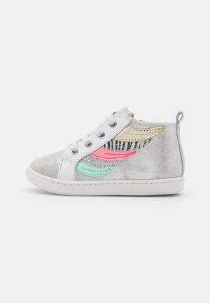 BOUBA WINGS - Zapatillas altas - silver/white/multicolor