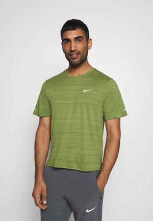 MILER  - T-shirt basic - asparagus/silver