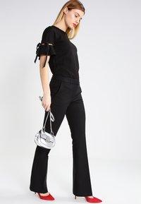 KIOMI - Spodnie materiałowe - black - 2