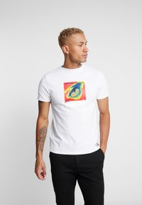 STEREOTYPE - THERMAL EYE TEE - Triko s potiskem - white - 0