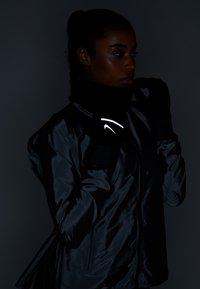 Nike Performance - SPHERE RUNNING GLOVES 2.0 - Fingervantar - black/silver - 3