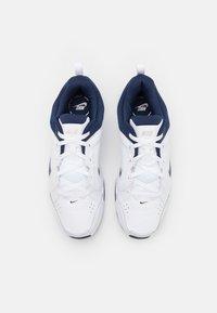 Nike Performance - DEFYALLDAY UNISEX - Sportschoenen - white/midnight navy/metallic silver - 3