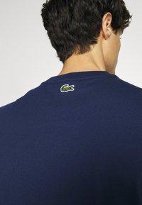 Lacoste - Print T-shirt - scille - 3