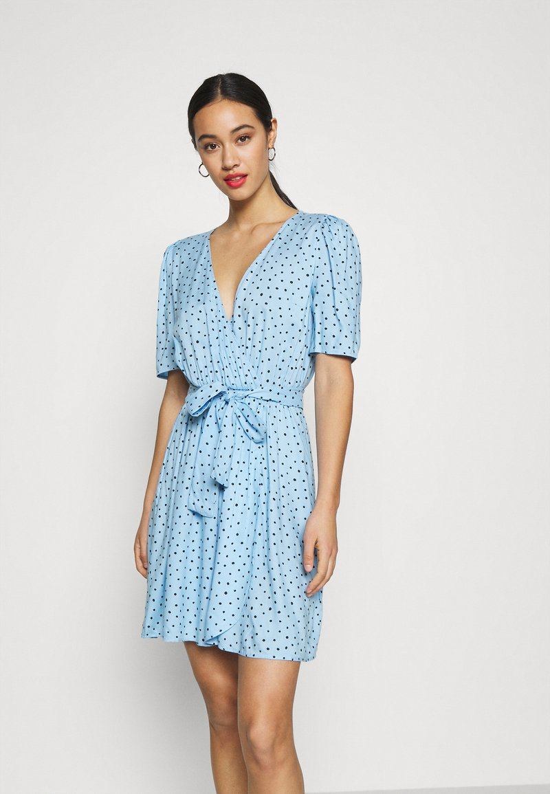 Monki - PING DRESS - Kjole - blue light irrydot