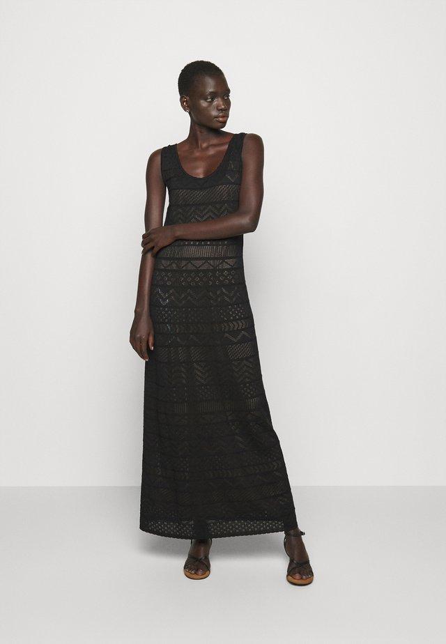 ABITO LUNGOSENZA MANICHE - Gebreide jurk - black