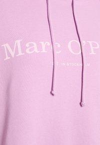Marc O'Polo - RAGLAN SLEEVE HOODED - Bluza z kapturem - breezy lilac - 2