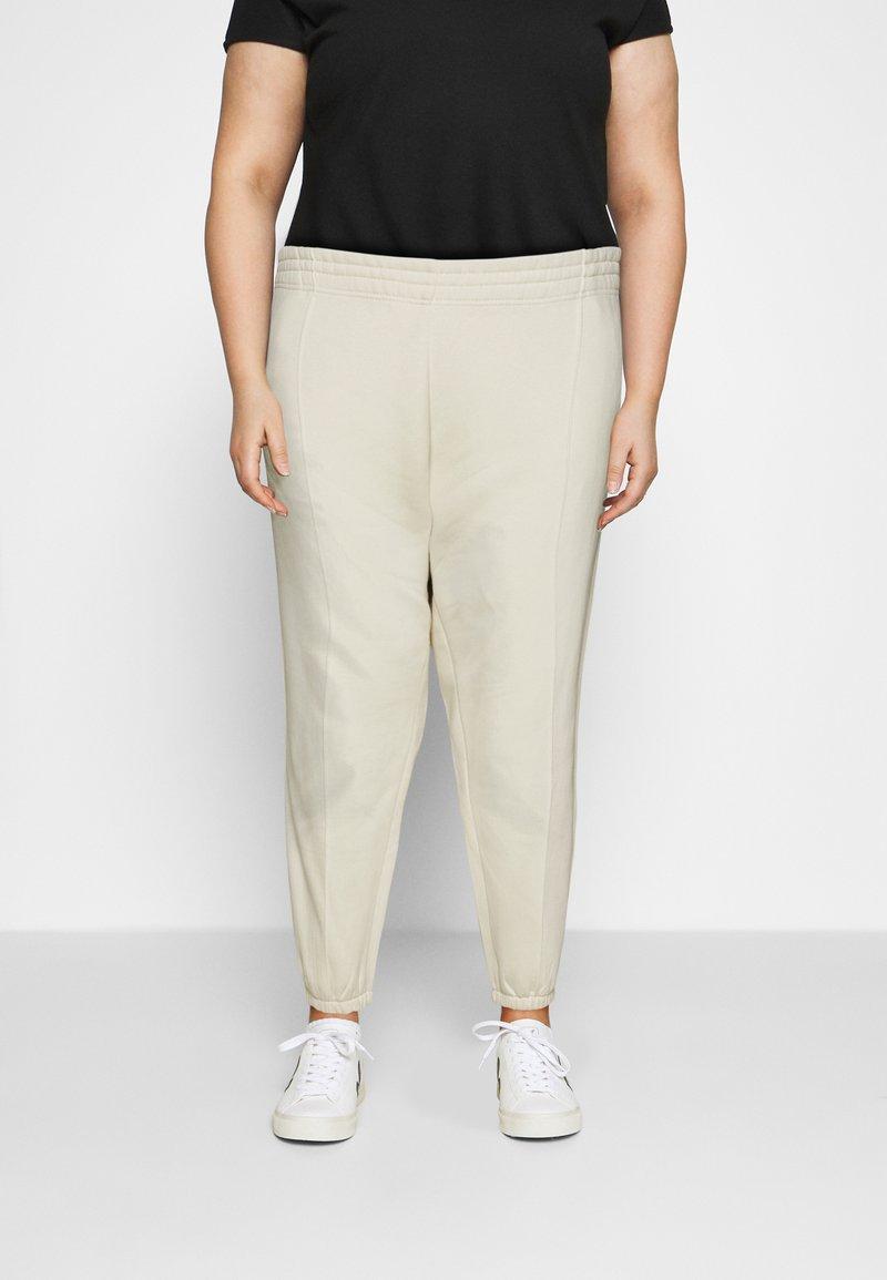 Nike Sportswear - PANT TREND PLUS - Joggebukse - coconut milk