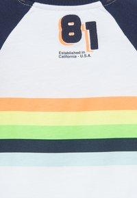 Guess - Print T-shirt - blanc pur - 4