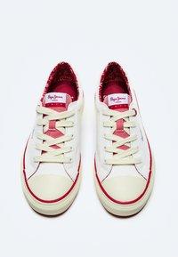 Pepe Jeans - KENTON LONDON - Trainers - off white - 1