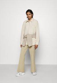 Monki - DIDO - Button-down blouse - beige dusty light - 1