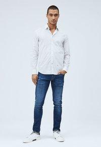 Pepe Jeans - EDMONTON - Skjorta - blanco - 1