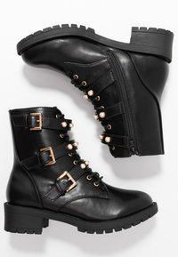 Bianco Wide Fit - WIDE FIT BIAPEARL BIKER BOOT - Cowboy/biker ankle boot - black