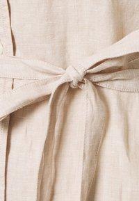GANT - SHIRT DRESS - Blousejurk - dry sand - 2