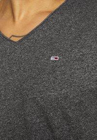 Tommy Jeans - SLIM JASPE V NECK - T-shirt basic - black - 5