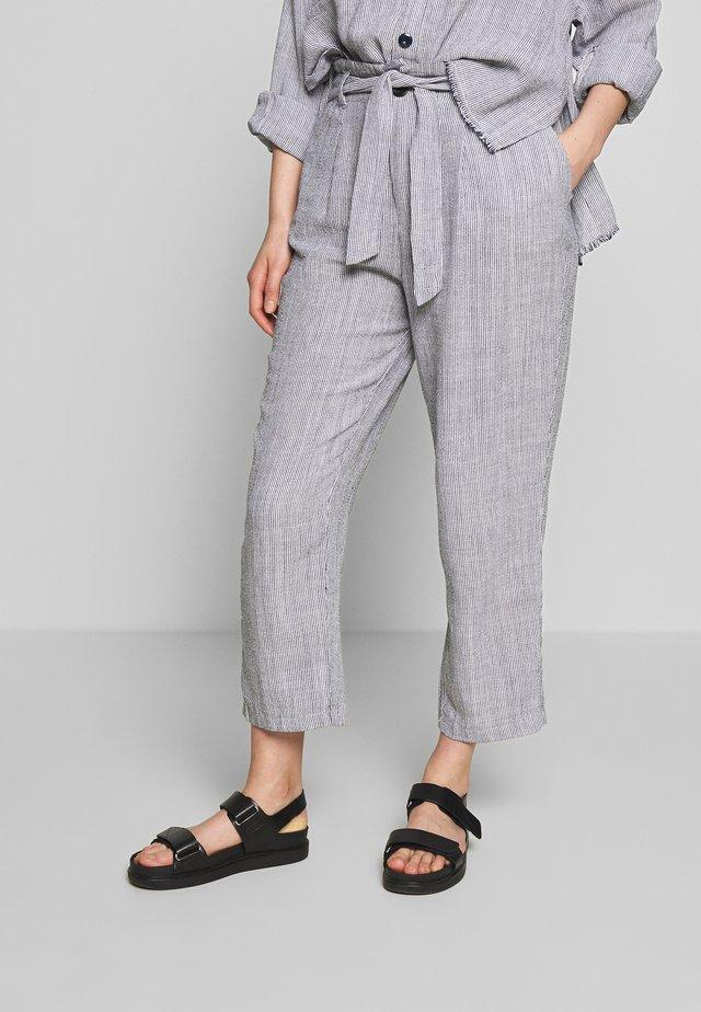 COMFY - Spodnie materiałowe - white