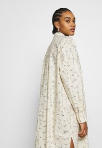Monki - CAROL DRESS - Košilové šaty - white - 4