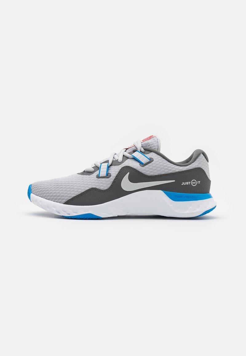 Nike Performance - RENEW RETALIATION - Sportovní boty - grey fog/iron grey/photo blue