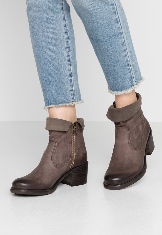 GIANI - Ankle boots - morgan/sepia/cinza