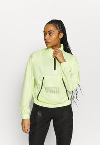 Puma - TRAIN LOGO QUARTER  - Chaqueta de entrenamiento - soft fluo yellow - 0