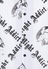 Night Addict - Vapaa-ajan kauluspaita - white - 2