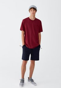 PULL&BEAR - MIT BRUSTTASCHE - T-shirt - bas - bordeaux - 1