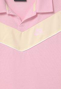 Nike Sportswear - HERITAGE - Koszulka polo - pink foam/coconut milk - 2