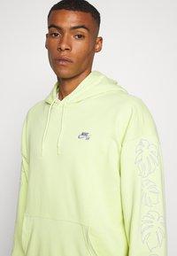 Nike SB - PARADISE  - Hoodie - limelight - 5