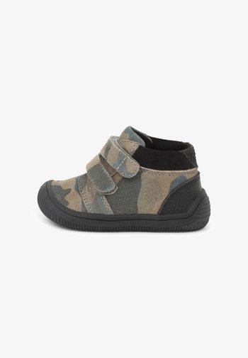 TRISTAN - Baby shoes - grün