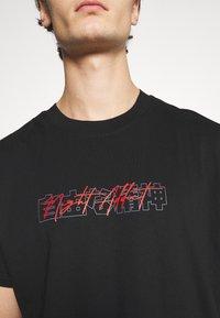 Night Addict - NASPIRIT - T-shirt med print - black - 6
