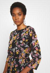 Pieces - PCNANNA TIEBELT DRESS - Sukienka letnia - black - 5