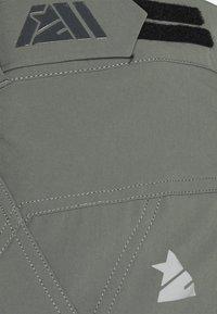 Zimtstern - TAURUZ EVO SHORT MENS - Sports shorts - gun metal/pirate black - 6