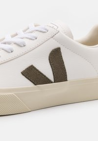 Veja - CAMPO - Baskets basses - extra white/kaki - 5