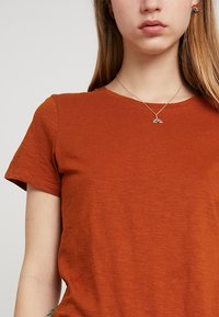 Cotton On - THE CREW - Basic T-shirt - umber brown - 4