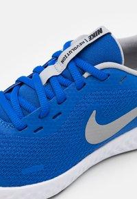 Nike Performance - REVOLUTION 5 UNISEX - Neutral running shoes - game royal/light smoke grey/white - 5