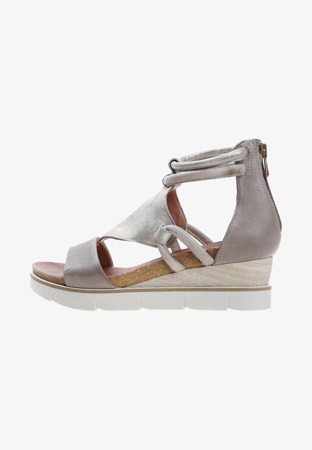 Sandales à plateforme - grey