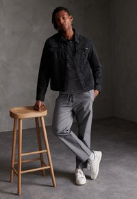 Superdry - EDIT TAPER - Tracksuit bottoms - grey texture - 1
