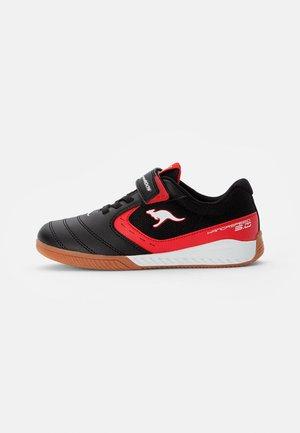 COURT - Sneaker low - jet black/fiery red